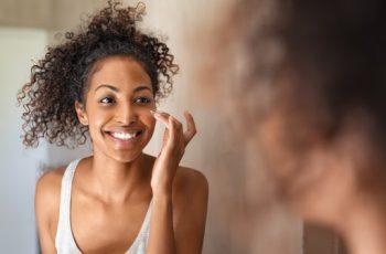 Cuidados com a pele do rosto para cada fase da vida