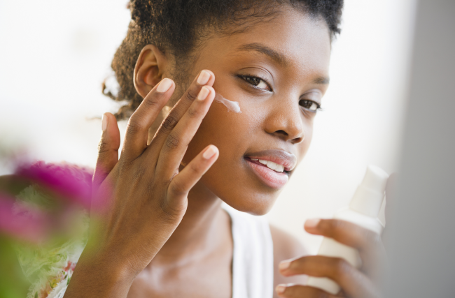 Quais são os cuidados essenciais para manter uma pele saudável?